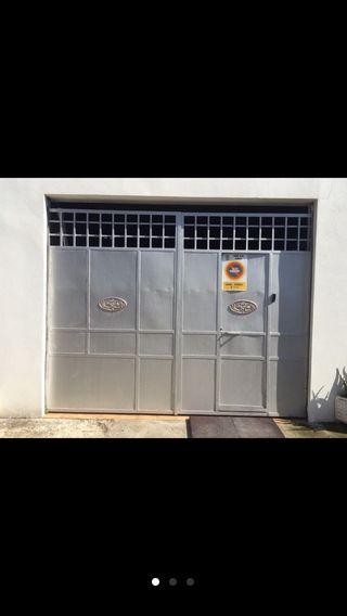 Puerta de garaje/ cochera