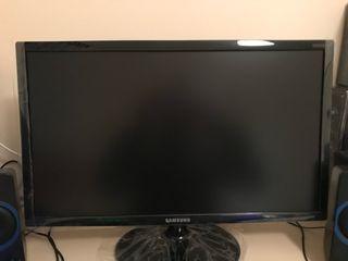 """Monitor gaming Samsung 24"""" y altavoces gaming"""