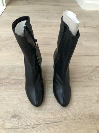 Botines de tacón de piel color negro CORTEFIEL