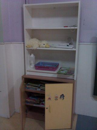 - 2 armarios estanteria en madera (hasta 180 cms)