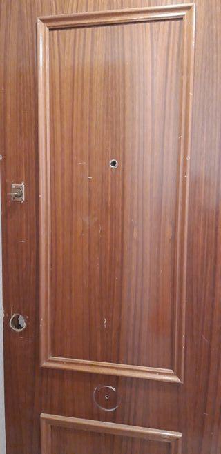 puerta de entrada en buenas condiciones