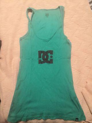 Camiseta de tirantes verde favorecedor