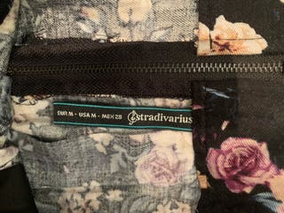 Falda marino y flores. Stradivarius.