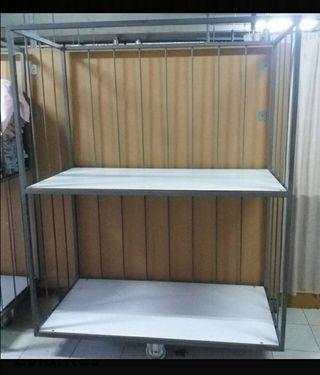 Dos estantes