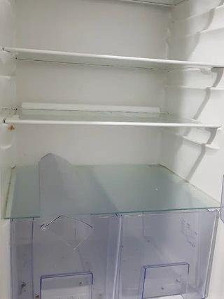 Baldas y cajones frigorifico Zanussi