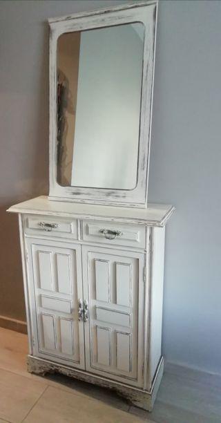 Mueble y espejo