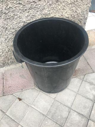 Cubo basura comunidad