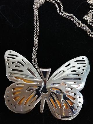 Colgante mujer largo de mariposa