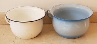 2urinarios con 50 años de antigüedad de porcelana,
