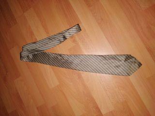 corbata marrón