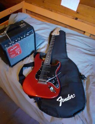 Guitarra Eléctrica FenderSquier Strat+Amplificador