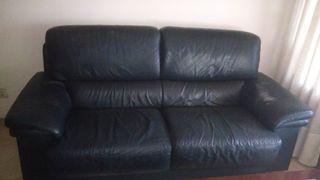 Sofa dos plazas de piel en color azul oscuro