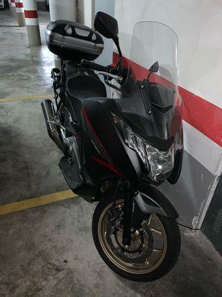 Vendo moto honda integra 3000kms por no uso, perf
