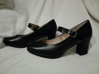 Zapatos de tacón Wonders. Fabricados en piel