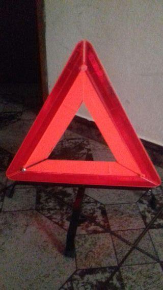 Pareja triangulos emergencia con su funda