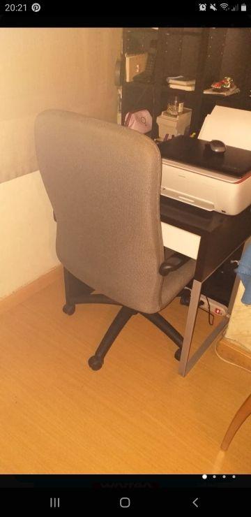 Escritorio y silla de ordenador