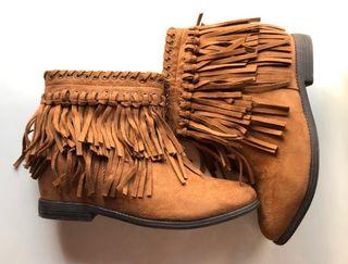 Botines flecos Zara