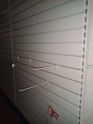Paneles de pared para ganchos y perchas