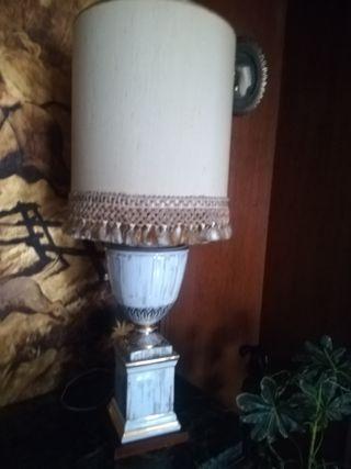 lampara de mesa con pantalla