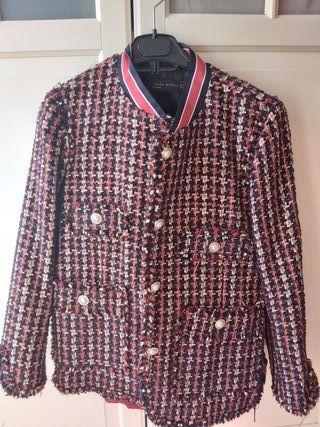 chaqueta tipo chanel Zara