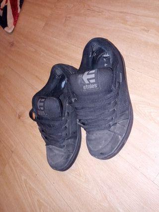 Etnies negras skater número 41