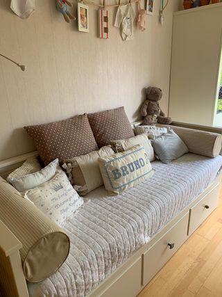 Sofá cama individual de Ikea, modelo HEMNES
