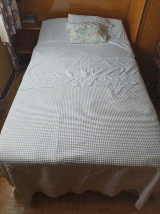 cama articulada y colchón anti escaras