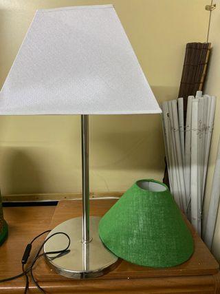 Lámpara de mesa con dos pantallas