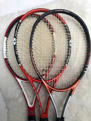 Varias raquetas tenis