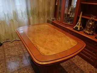 Se vende mesa de salón extensible.