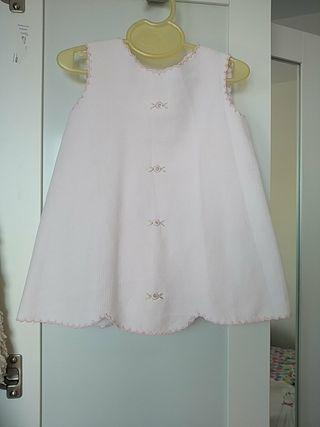 Vestido bordado. Marca Juliana.3a6 meses