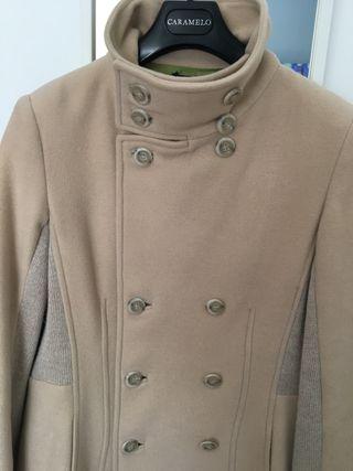 Excelente abrigo marca Luís Civit( 4 fotos)