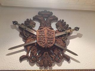 Escudo heráldico madera tallada águila bicefala