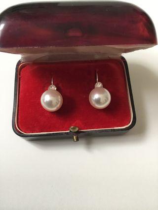 Pendientes antiguos de perlas y brillantes