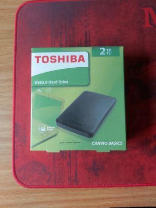 Disco duro Toshiba prácticamente nuevo 2 Tb.