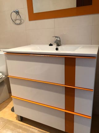 Mueble de baño y espejo