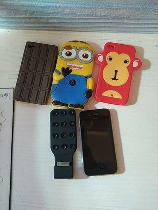 iphone 4s con tres fundas y un cargador portatil