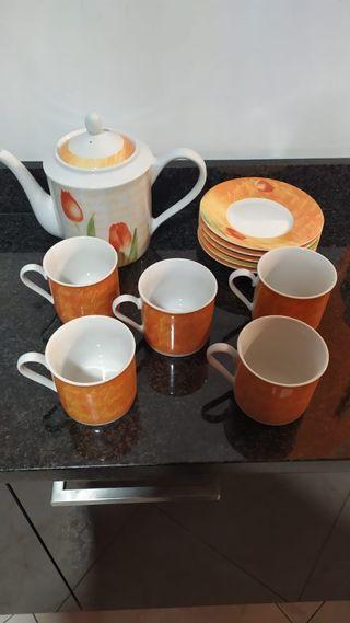 juego de tazas con tetera y platos. nuevos