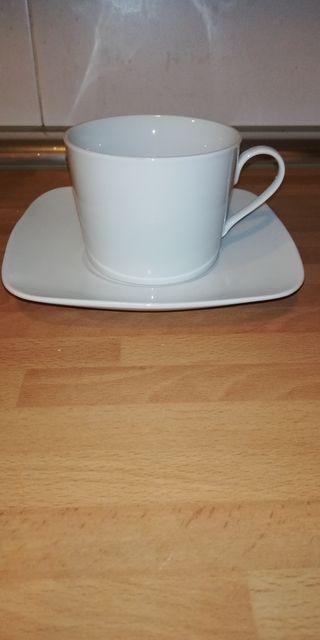6 tazas de desayuno con plato blancos.