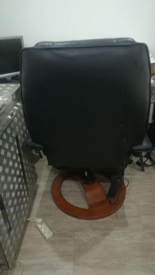 sillón de piel negro