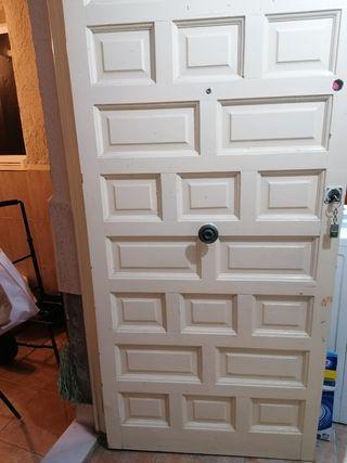 dos puertas de madera