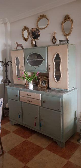 aparador con vitrina vintage