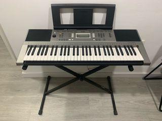 Piano electrónico Yamaha psr e353