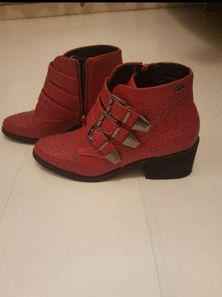 botines rojos nuevos