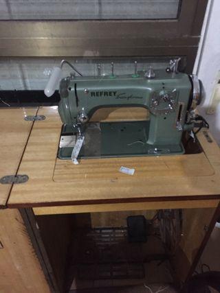 Máquina de costura REFREÍ