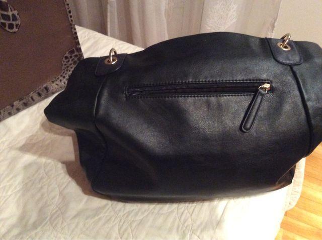 Bolso negro con adornos nuevo.