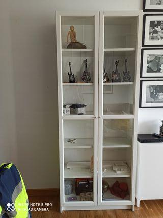 librería Billy Ikea con puertas