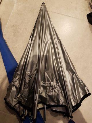 Paraguas reflector lastolite. Fotografia