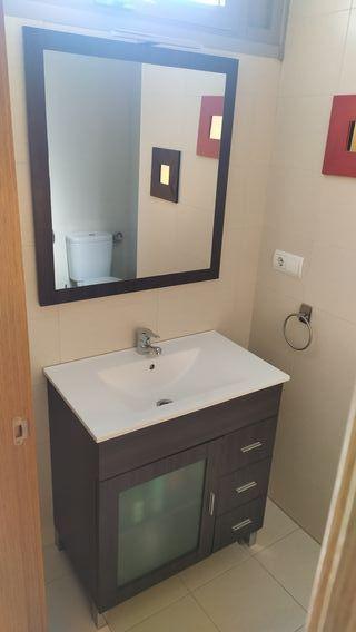 Lavabo, mueble y espejo