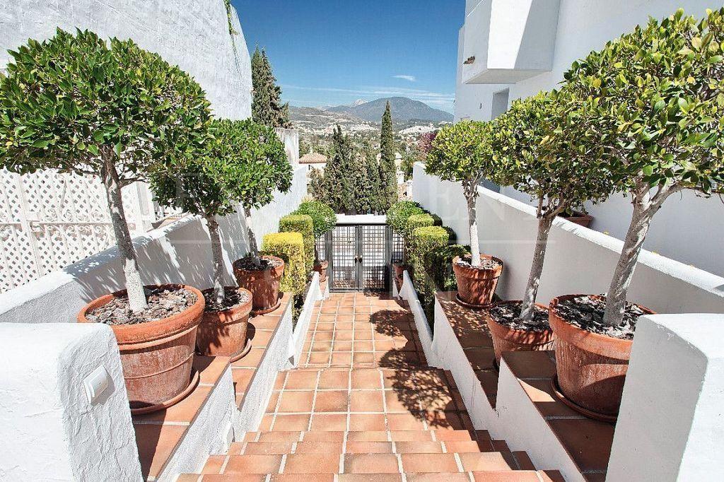 Apartamento en alquiler en Nueva Andalucía centro en Marbella (Marbella, Málaga)